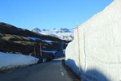 13 - Aj v lete je v Nórsku snehu dosť, letné lyžiarske stredisko Galdhopiggen